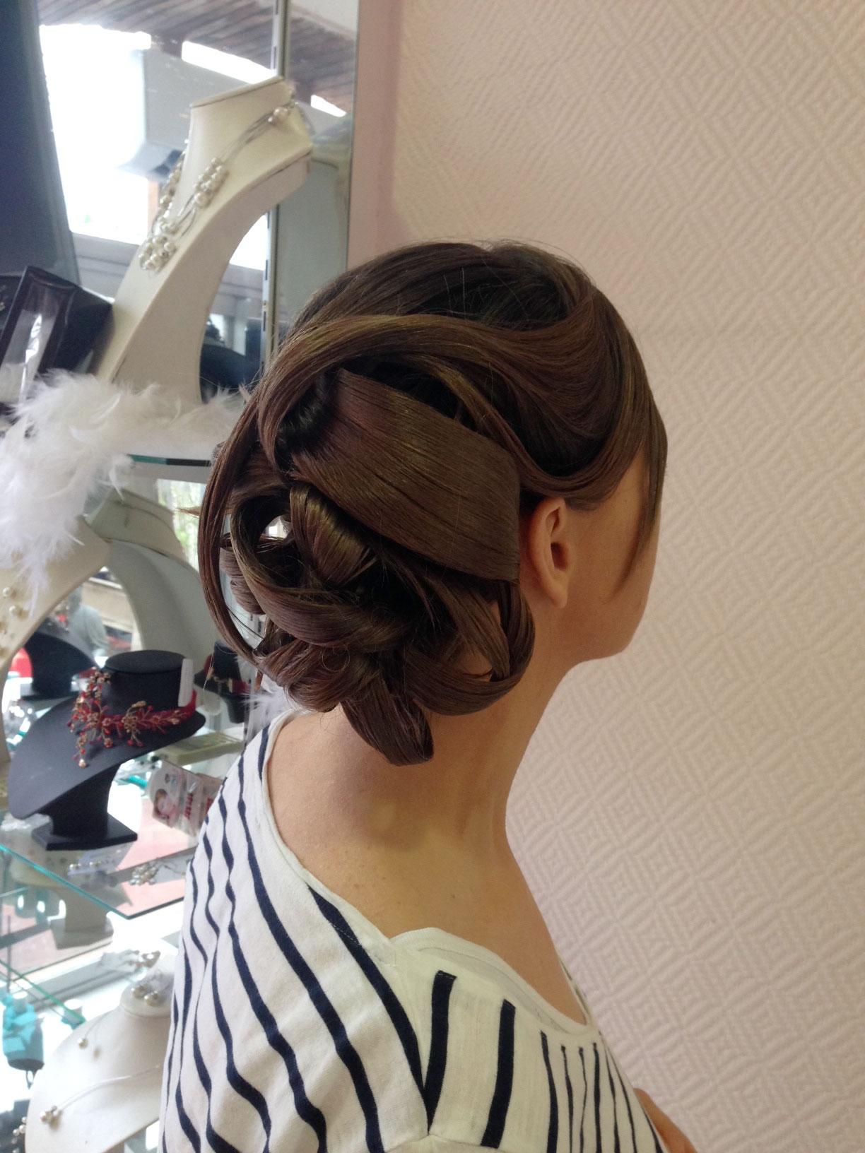 Photos de coiffures de mariage chignons de marie bijoux et for Salon de coiffure mougins